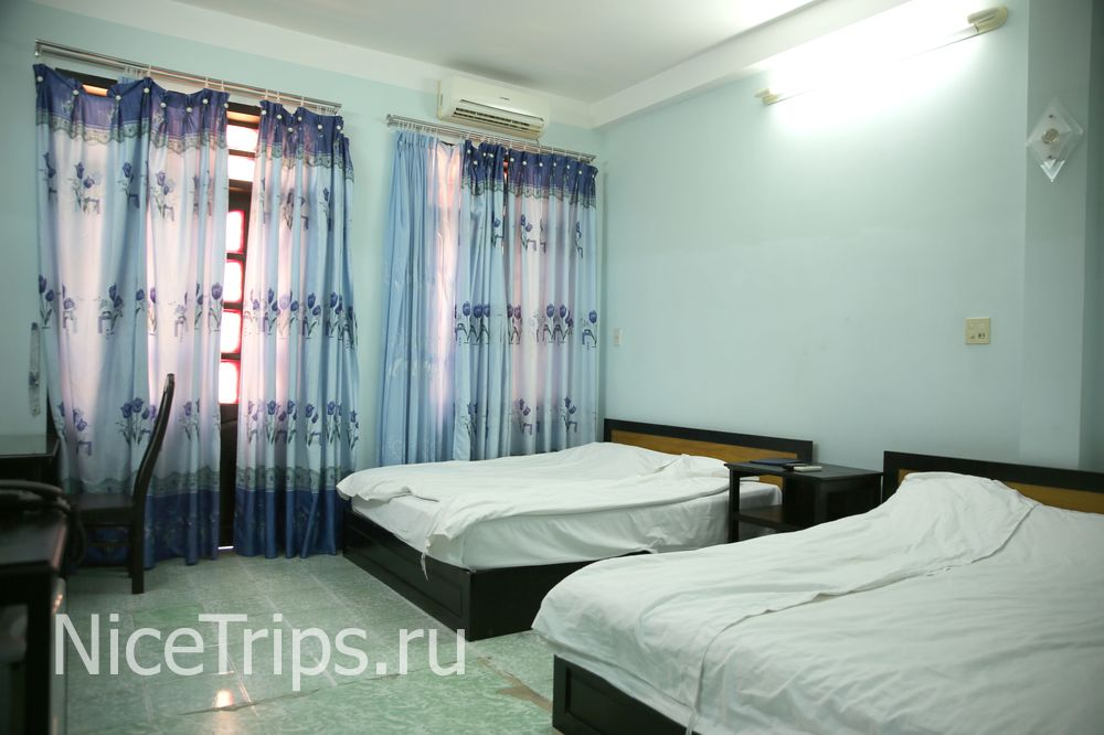 Кровати в отеле.