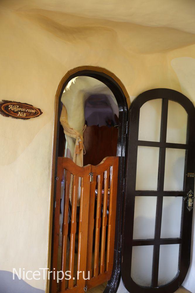 Входные двери в комнату