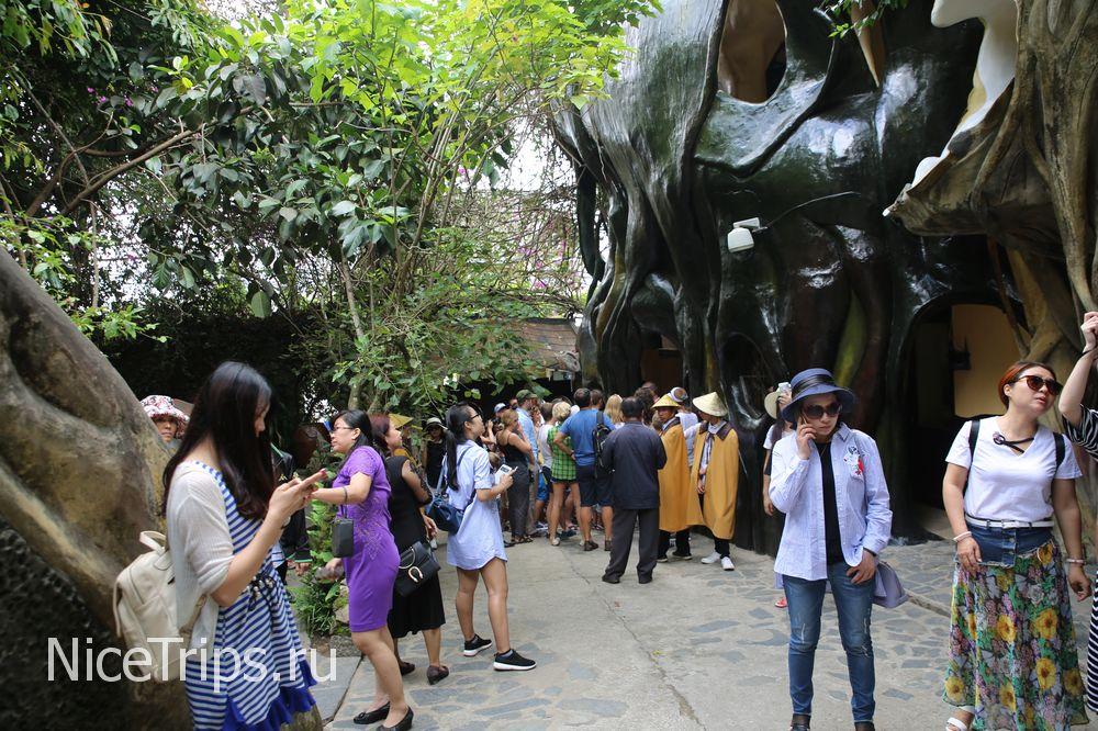 Большое скопление туристов