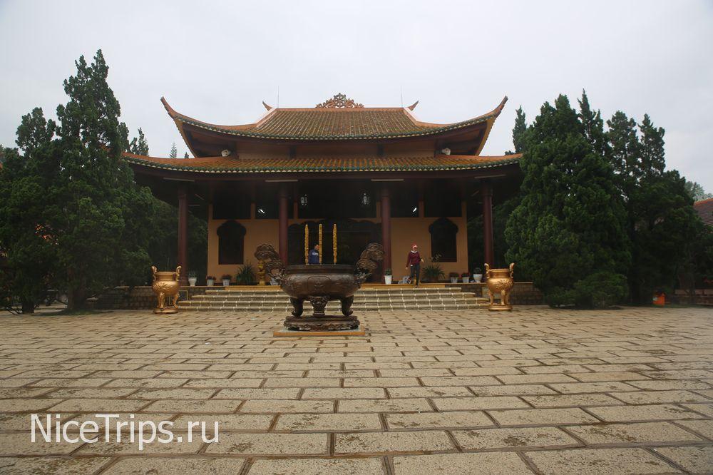 Монастырь Чук Лам в Далате