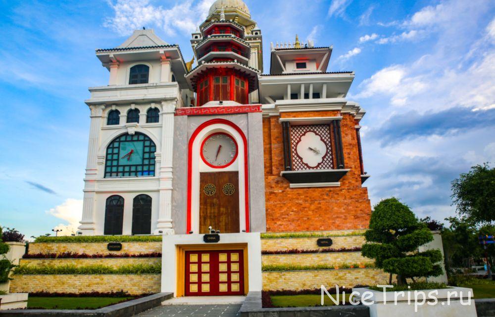 Часовая башня в Азия парке