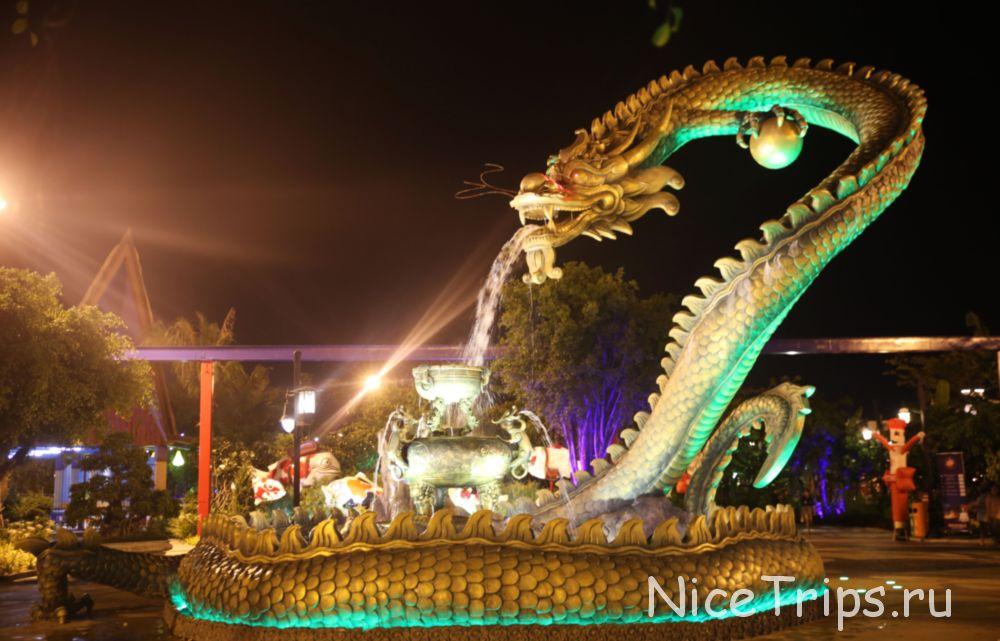 дракон в парке развлечений