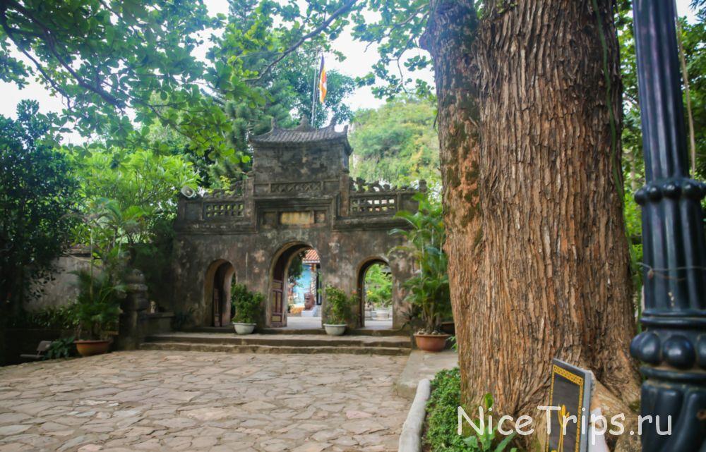 Вход на Пагоду TAM THAI