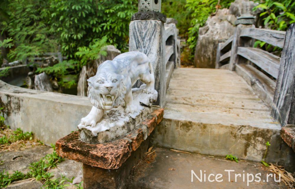 интересные скульптуры на мраморной горе