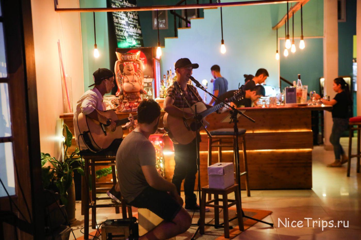 Живая музыка в Хойане