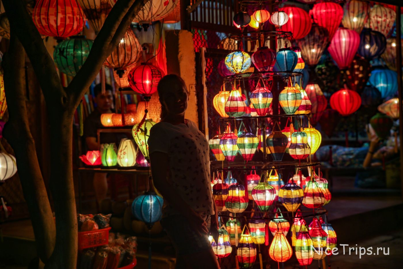 Рынок фонарей в Хойане