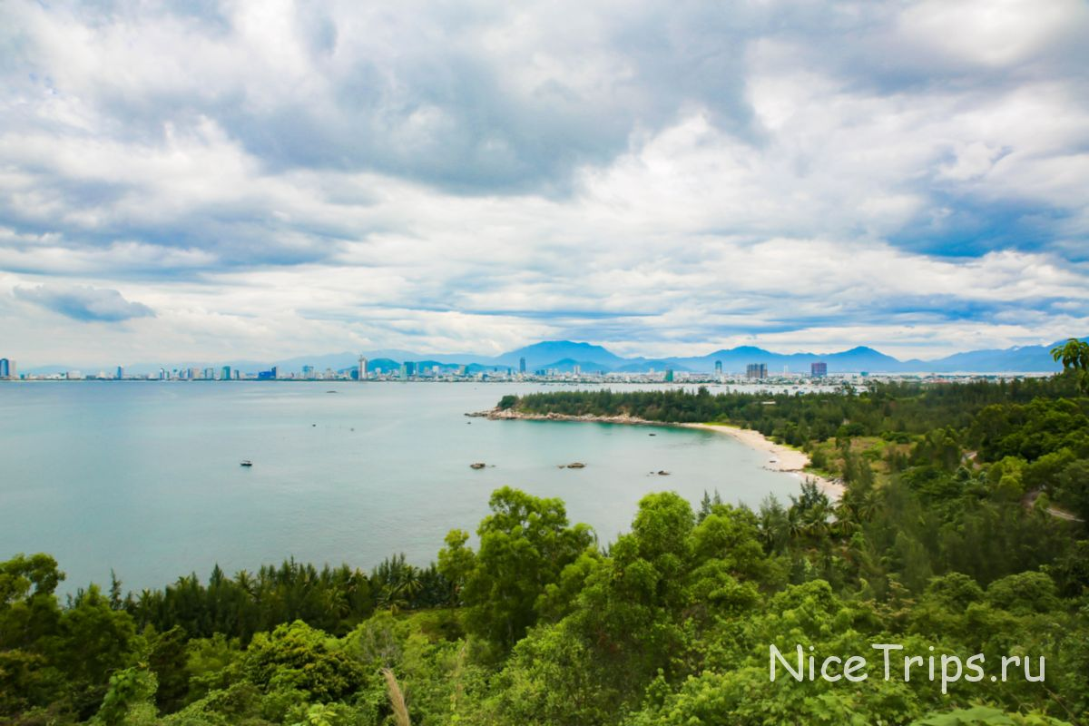 Вид с дороги на море и Дананг