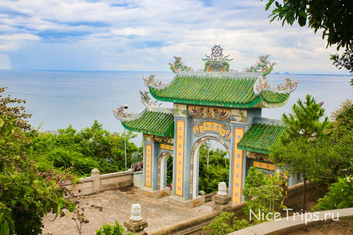 Арка возле храма Линь Унг