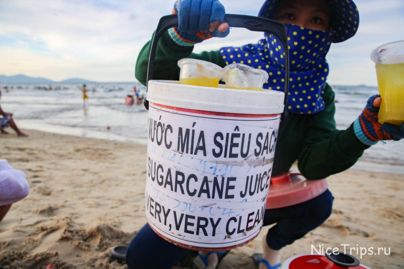 торговцы на пляжах Хойана