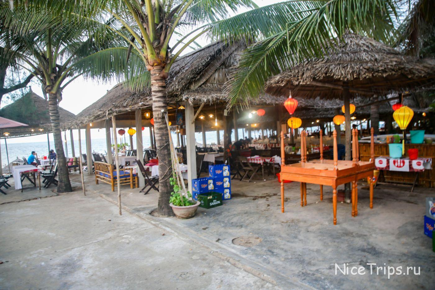 кафе и бары на пляже Ан Банг
