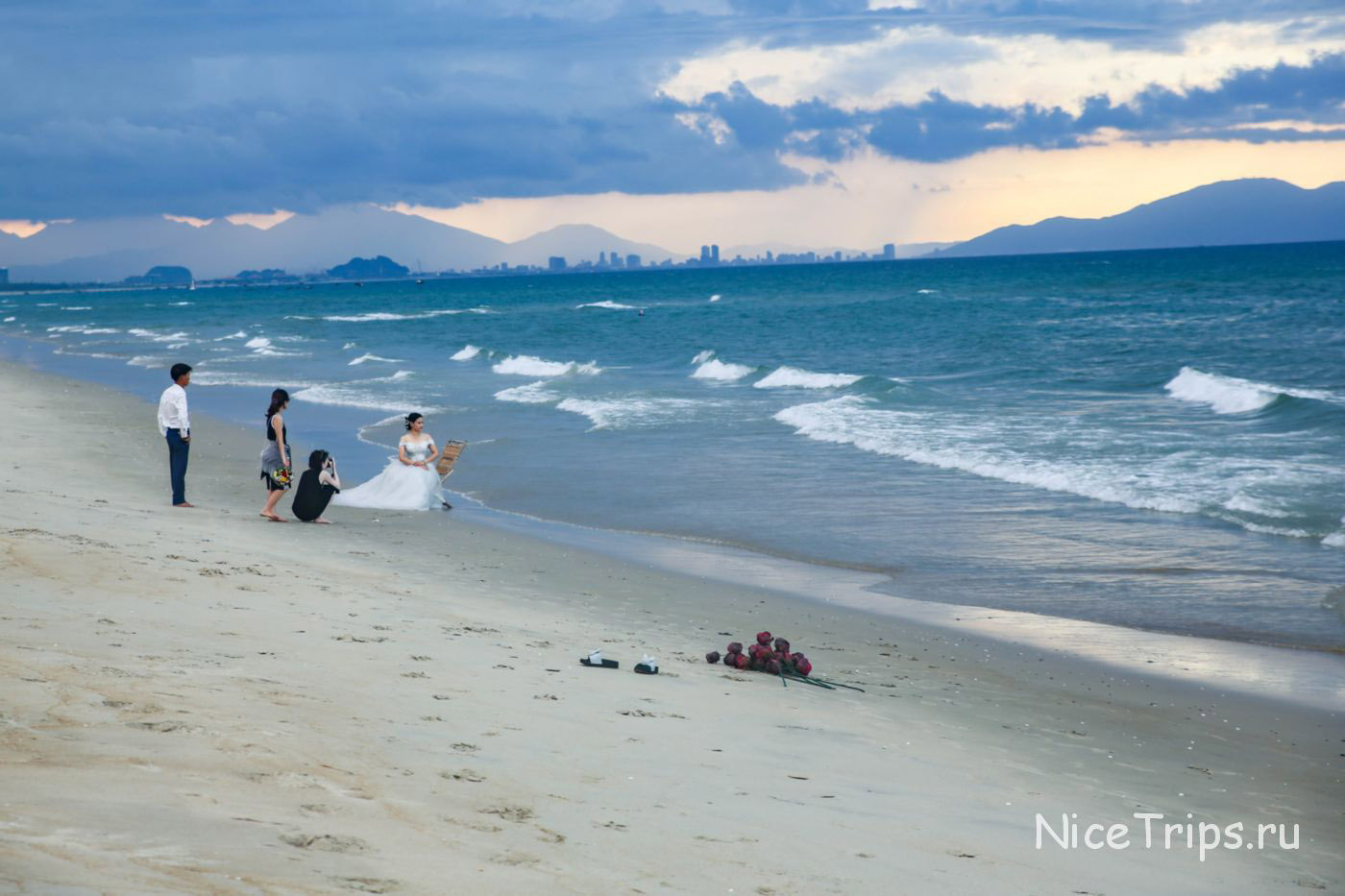 Не обустроенный пляж Хойана