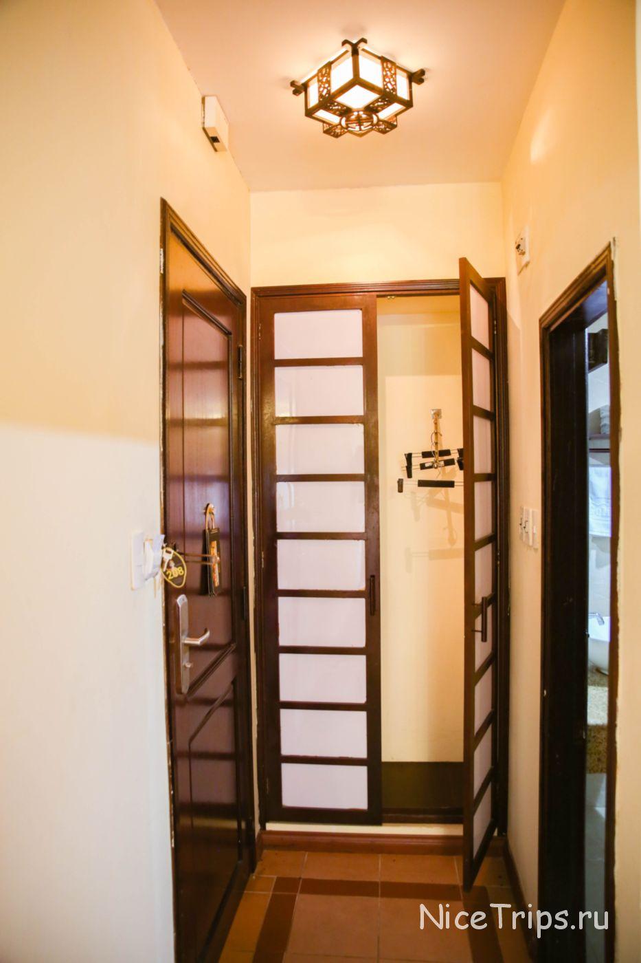 встроенный шкаф в отеле Gold Coast