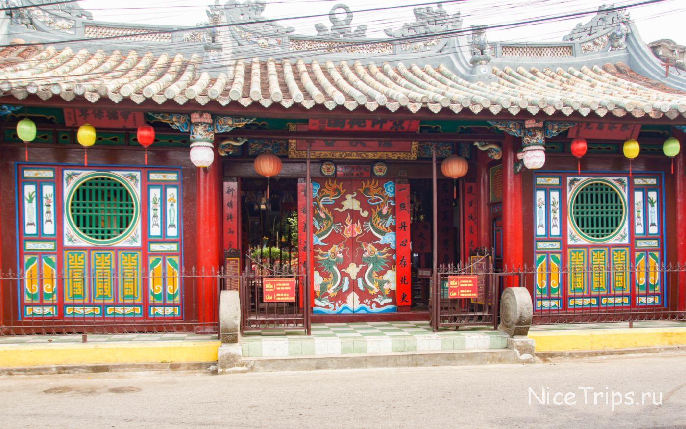 Храм QUAN CONG