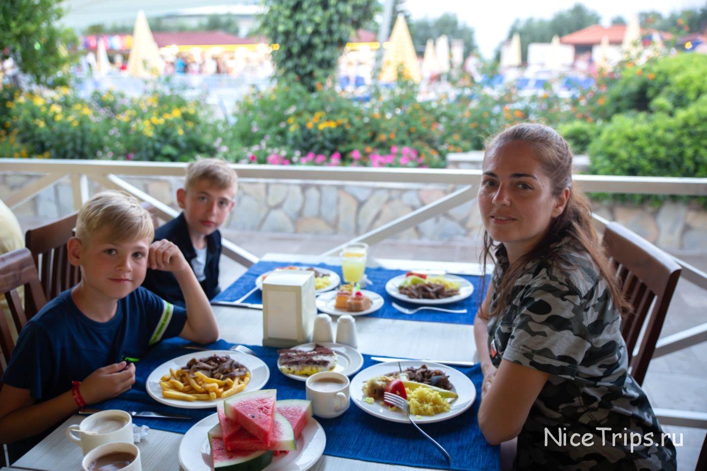 Ужин в отеле Эфталия виладж