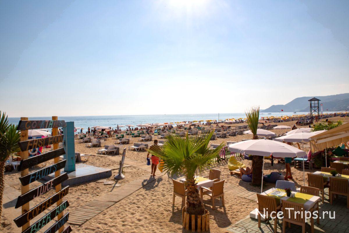 Дорожки на пляже Клеопатра