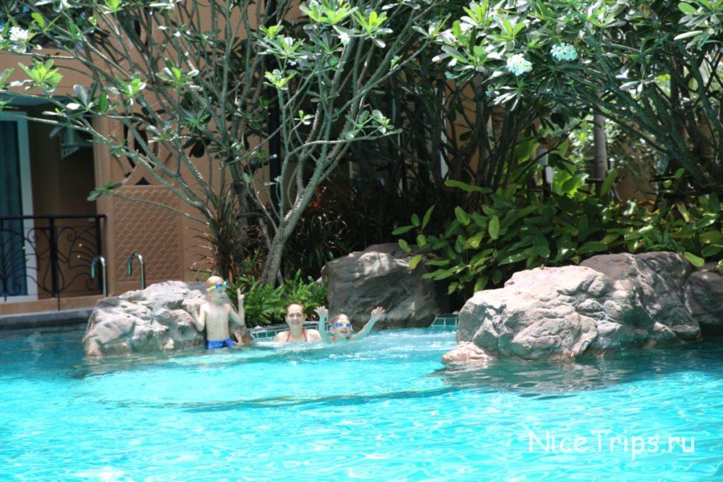 бассейн в Атлантисе