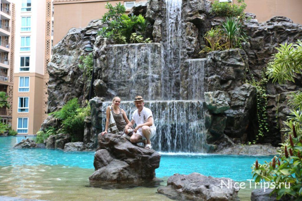 Водопад на территории кондо
