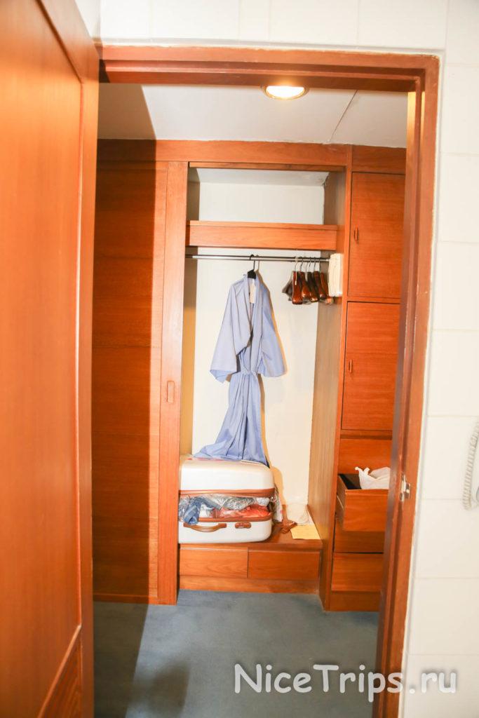 шкаф с халатом