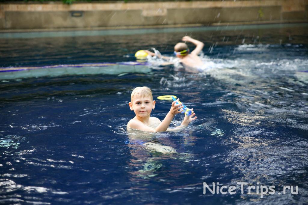 отель в Бангкоке с бассейном